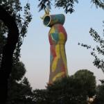 """22-metrowa """"Kobieta i ptak""""  J. Miró czuwają nad miastem w pobliżu Plaza de España"""