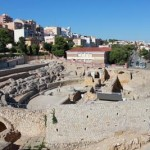 Usytuowany jest poza murami rzymskiego miasta. Zbudowano go w pobliżu brzegu Morza Śródziemnego. Powstał w drugim wieku naszej ery. Na jego obszarze znajdziemy też ruiny kościoła Wizygotów. Obecnie obiekt należy do, wpisanego na listę światowego dziedzictwa UNESCO, Kompleksu Archeologicznego Tarragony.