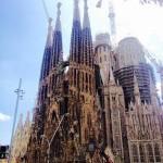 Trzy fasady kościoła La Sagrada Familia przedstawiają życie Jezusa - od narodzin aż do śmierci.
