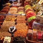 La Boqueria (dłuższa nazwa to Mercat de Sant Josep de la Boqueria) jest najbardziej znanym bazarem w Barcelonie. Ma on aż 13 631 metrów kwadratowych powierzchni.